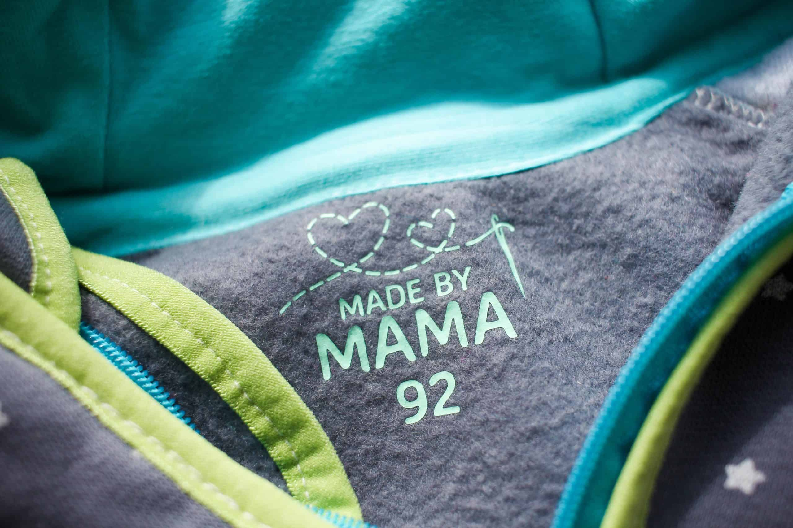 "Plottdesign | Größenlabel ""made by Mama"""
